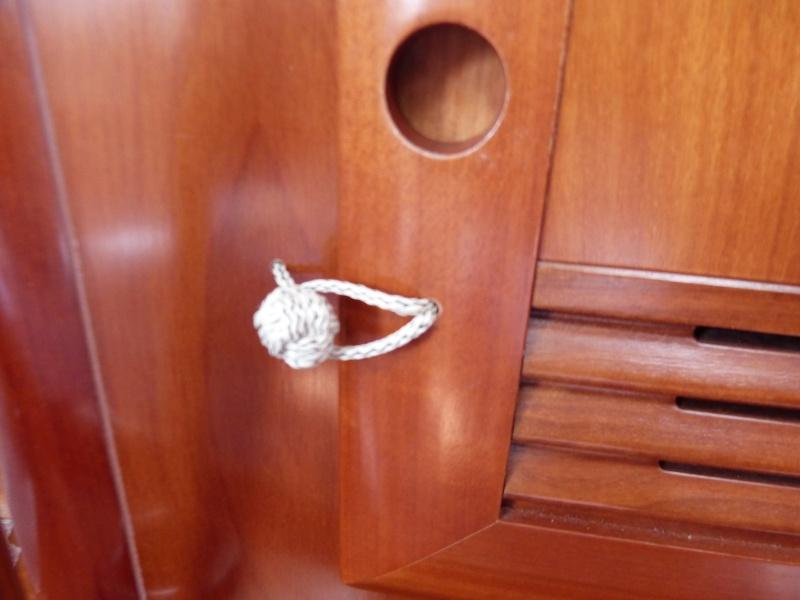 Vérouillage des portes d'équipets P1070513