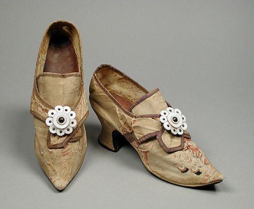 Chaussures et souliers du XVIIIe siècle - Page 2 090f6a10