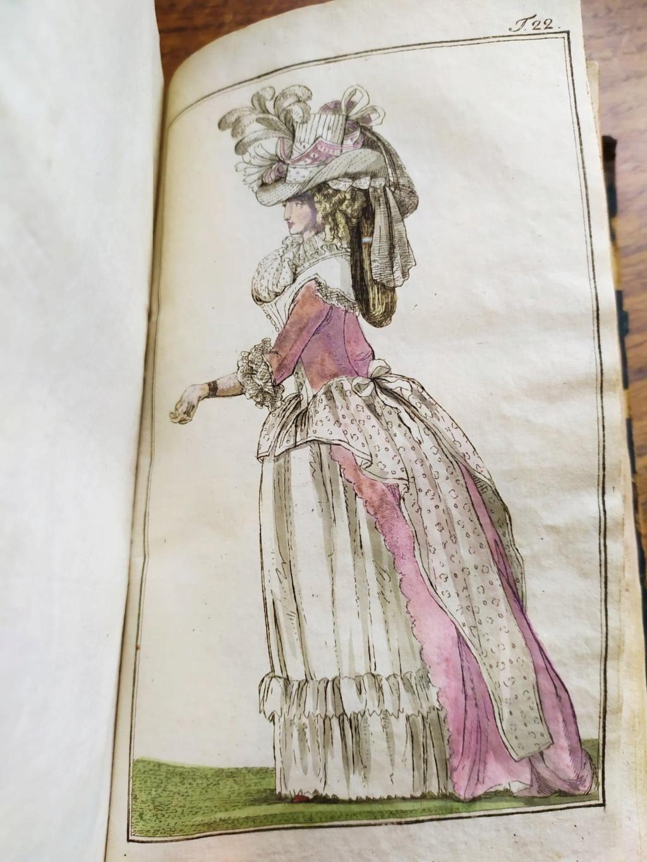 La mode et les vêtements au XVIIIe siècle  - Page 9 10410010
