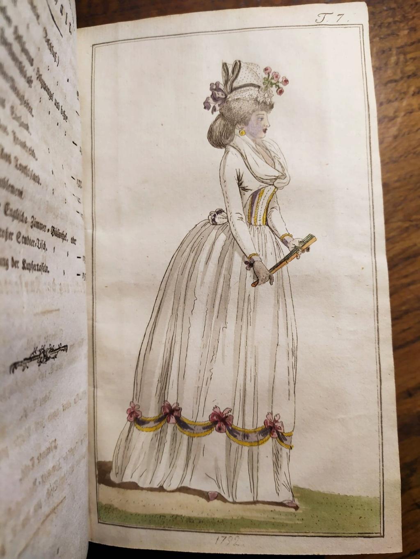 La mode et les vêtements au XVIIIe siècle  - Page 10 12077110
