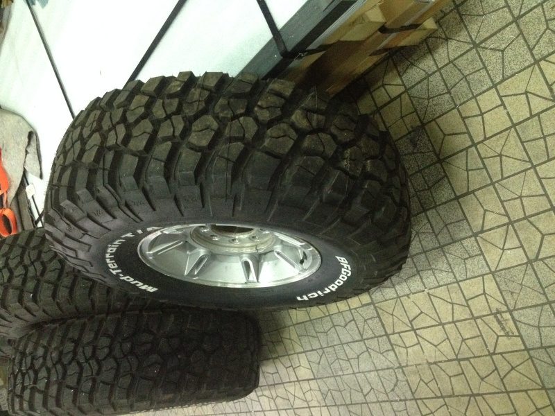 5 pneus BF goodrich Mud Terrain T/A km2 37/12.5R17 124Q Img_2413
