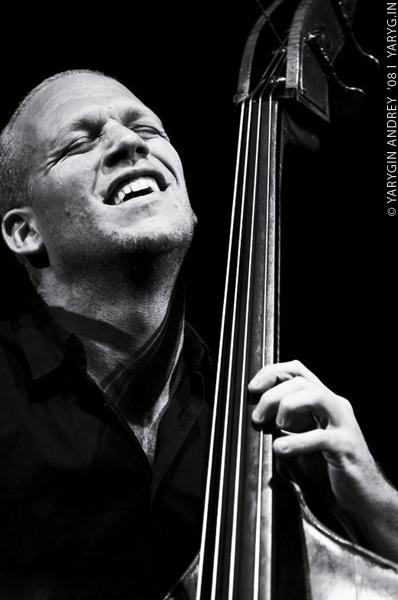Avishai Cohen (Contrebassiste de jazz) Avisha10