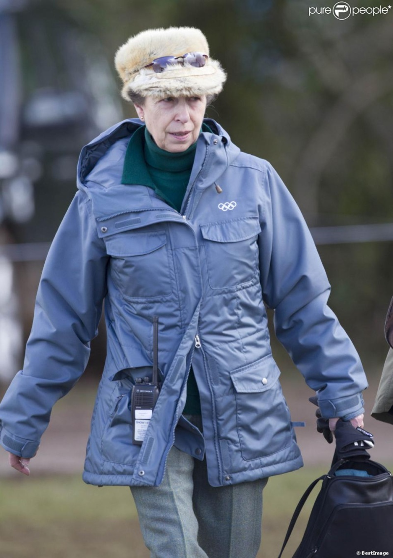 Princesa Ana Mountbatten-Windsor y familia - Página 18 Ana510
