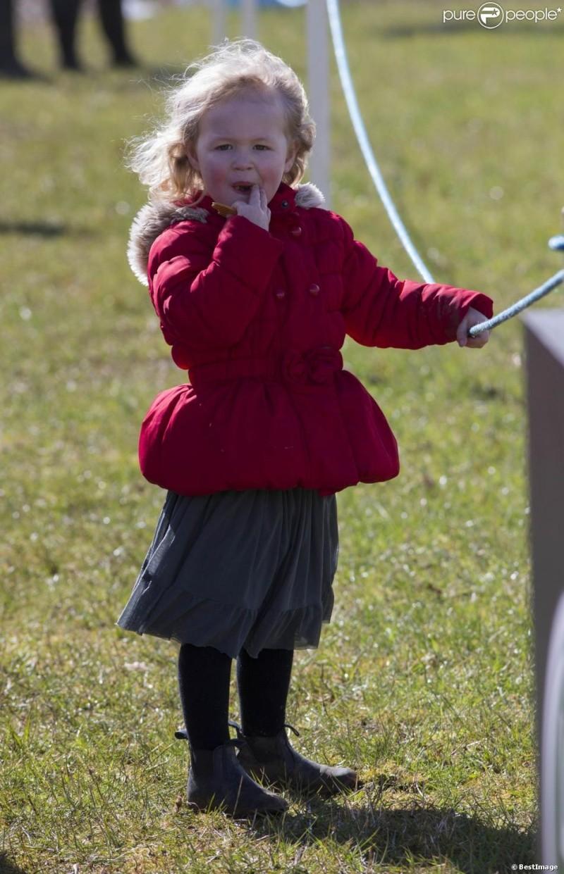Princesa Ana Mountbatten-Windsor y familia - Página 18 Ana710