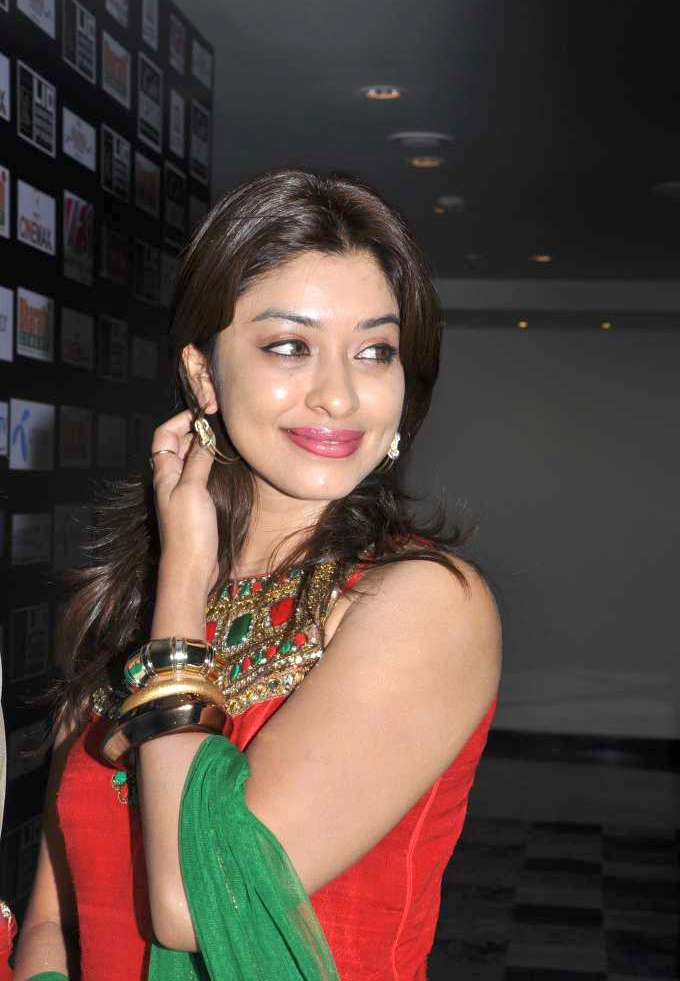 Payal Ghosh Amazing in Red & Green Photo Gallery Payal-21