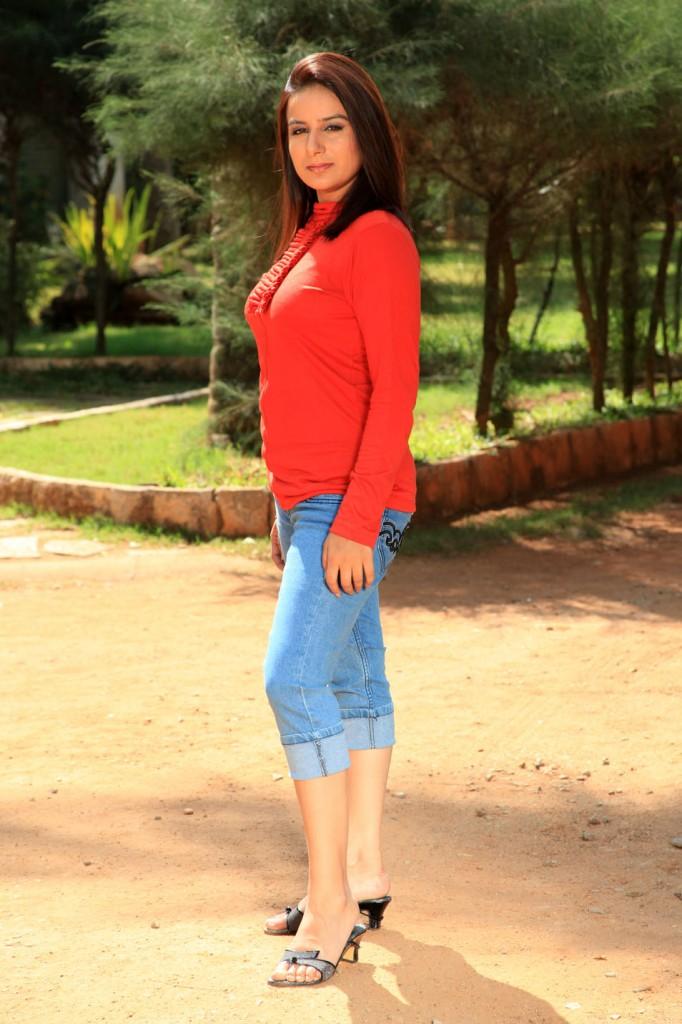Yagna Shetty in Ramya Barna Panchamruta Movie Pics Pooja-10
