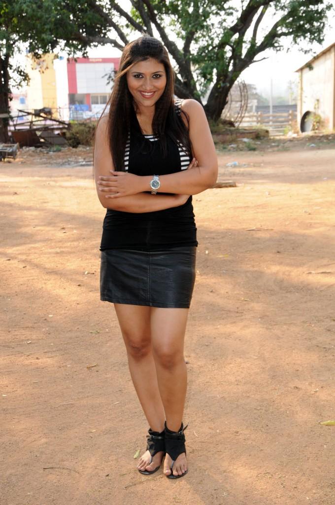 Yagna Shetty in Ramya Barna Panchamruta Movie Pics Ramya-12