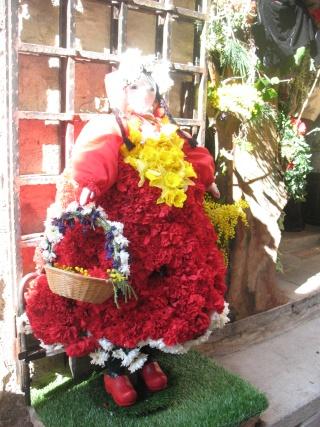 ALPES MARITIMES (06) Tourettes sur le loup décoration des riues et fête des violettes 32010