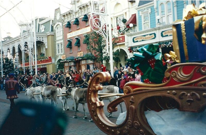 Les saisons de Noël au parcs a travers les années depuis 1992 ! ^^ Numari15