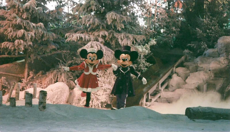 Les saisons de Noël au parcs a travers les années depuis 1992 ! ^^ Numari18
