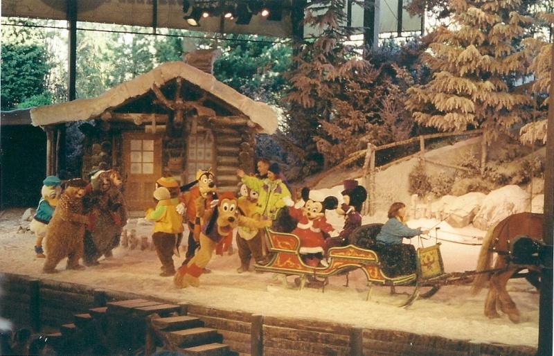Les saisons de Noël au parcs a travers les années depuis 1992 ! ^^ Numari19