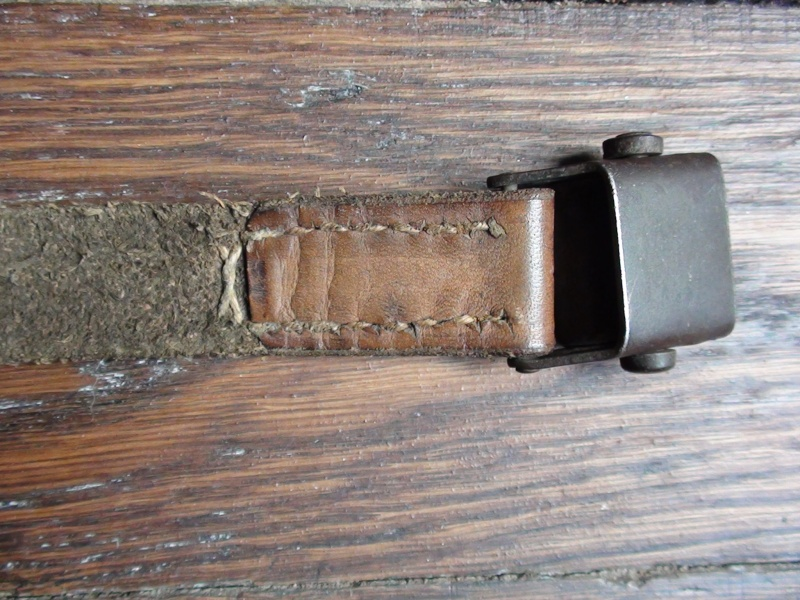 Bretelle de type Mauser 98, mais à 2 trous ? Dsc00714