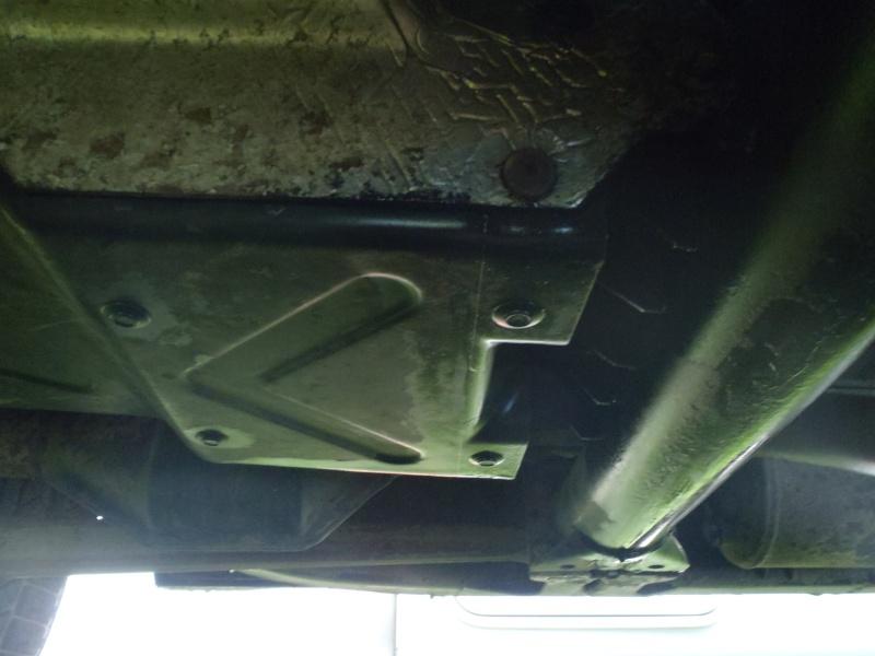 Problème fuite huile moteur? boite de pont? P3300411