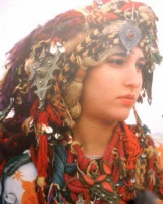 Mimouni :Tamazighte invente la mode :Caftan et Costume de tamazighte la Femme  Amelha12