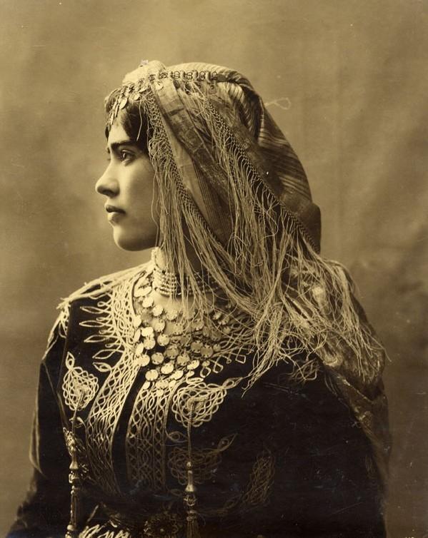 Mimouni :Tamazighte invente la mode :Caftan et Costume de tamazighte la Femme  Amelha14