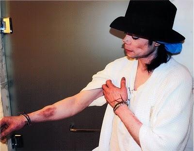 Porque Michael Jackson morreu ? Ele realmente foi vítima dos Illuminati, Por ter uma meta de curar o mundo ? 47713411