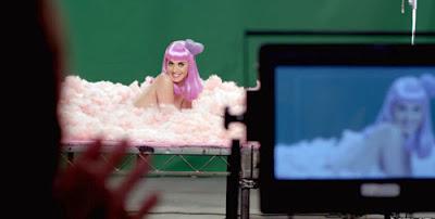 """Katy Perry """"Wide Awake"""": Um vídeo sobre Controle Mental Wideaw10"""
