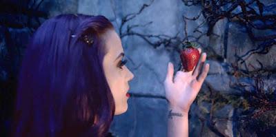 """Katy Perry """"Wide Awake"""": Um vídeo sobre Controle Mental Wideaw12"""
