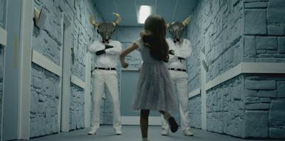 """Katy Perry """"Wide Awake"""": Um vídeo sobre Controle Mental Wideaw16"""