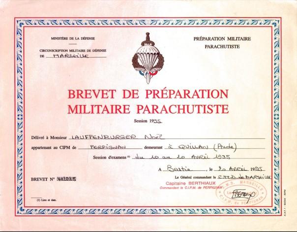 Le brevet prémilitaire parachutiste que 441.000 jeunes françaises et françaises ont mérité. 65591810