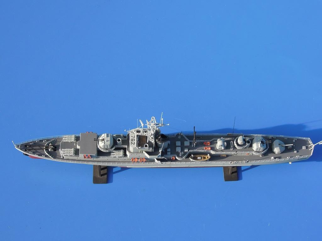 Escorteur rapide LE BRESTOIS au 1/400 Heller- L'Arsenal Dscn0323