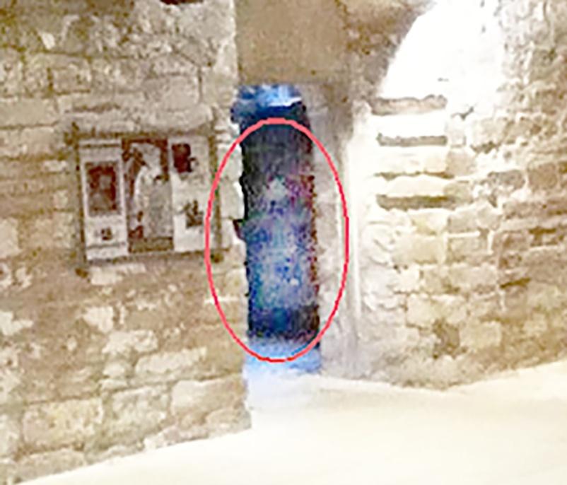 Il photographie un fantôme lors d'une visite scolaire Analys11
