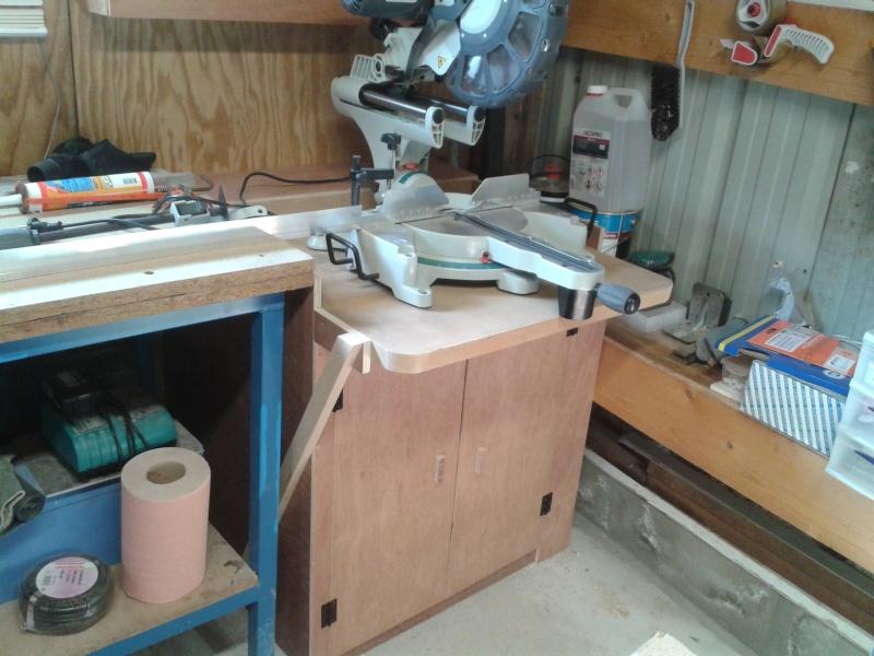 Une nouvelle venue - scie radiale dans l'atelier 2014-037