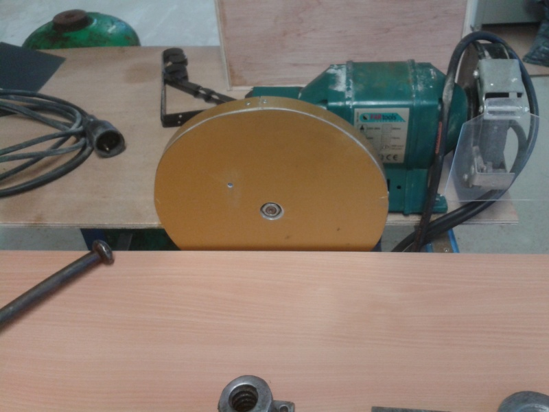 fabrication d'une ponceuse a disque - Page 2 2014-046