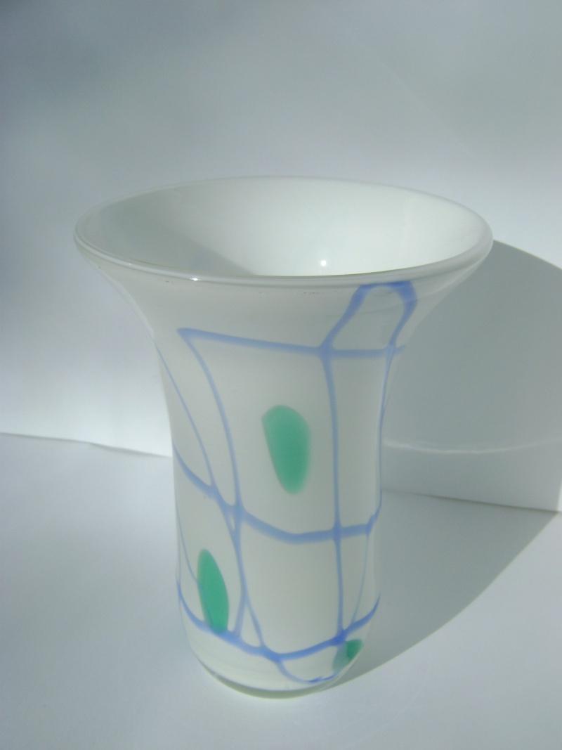 Help ID little white, glass vase... Vintag31