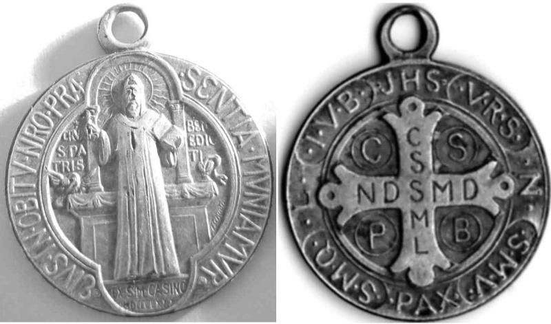 Version spéciale d'une médaille de St-Benoît - motifs inversés - 2ème moitié XXème Saintb12