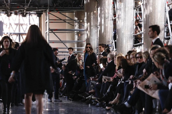 Jared Leto @ Fashion Week - Paris Bh97mx10