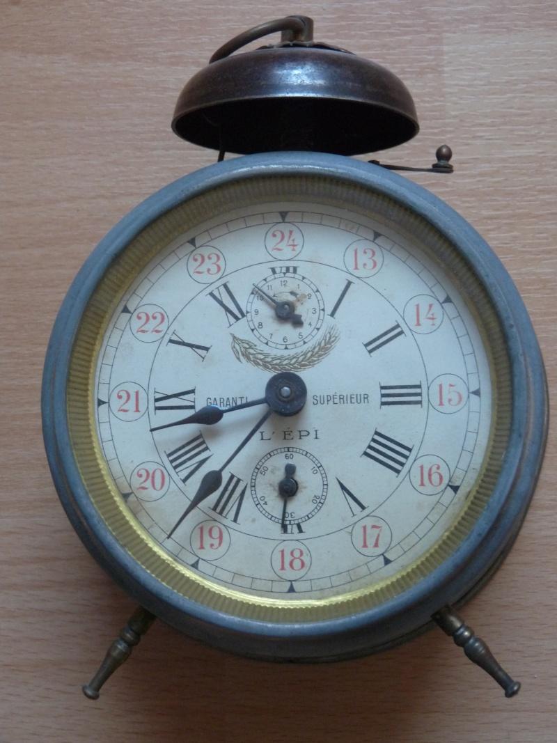 Jaeger - [Ici TOPIC des demandes d'IDENTIFICATION et RENSEIGNEMENTS de vos montres] - Page 39 P1080411