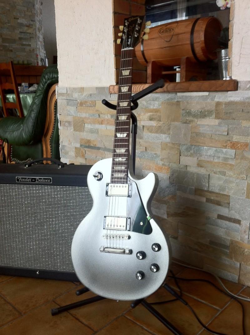 Les Paul Studio Guitar26
