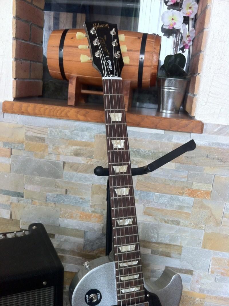 Les Paul Studio Guitar29