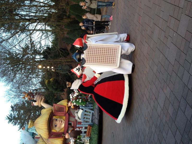 Vos photos avec les Personnages Disney - Page 2 Parade15