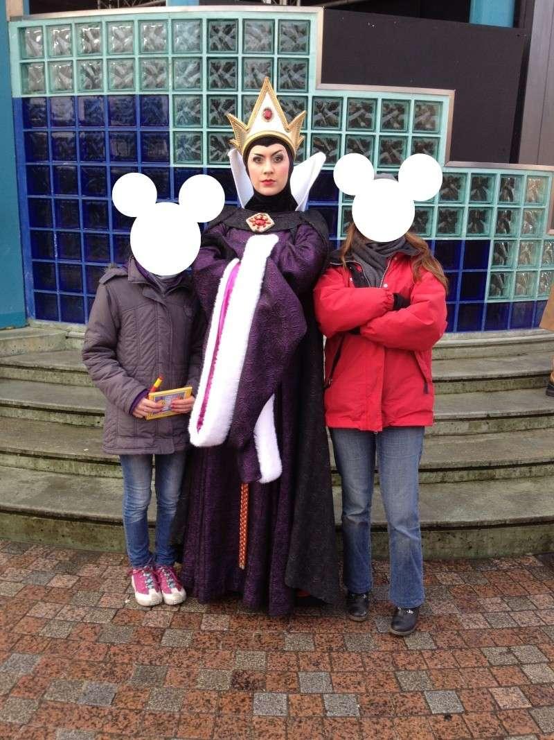Vos photos avec les Personnages Disney - Page 6 Reine_10