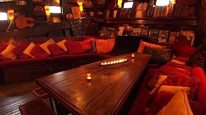 Description du bar Mezzan10