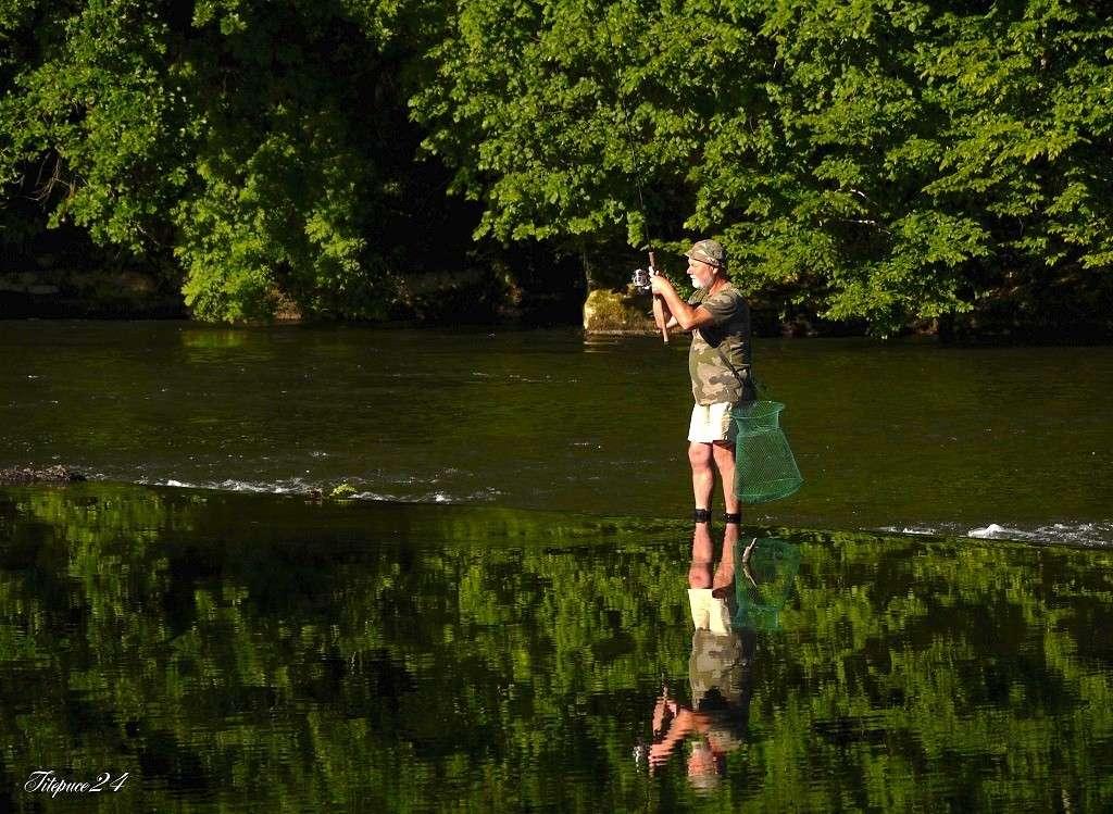 Pêcheur sur le petit barrage de l'Isle- Périgueux et les pêcheurs qui déjeûnent  030_co10
