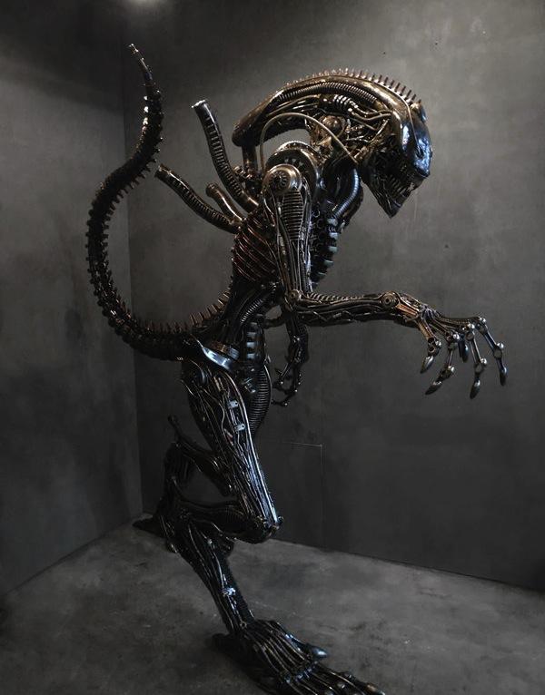 La Vie est un long fleuve tranquille ... Alien-10