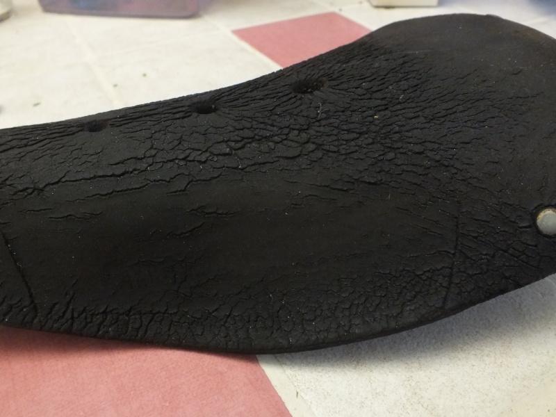 Restauration d'une selle en cuir Dscf1410