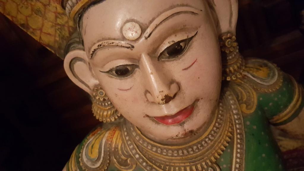 Statue bois Inde? 311