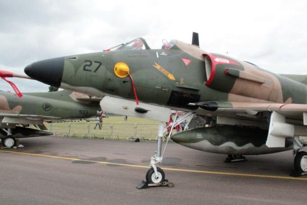 From the box - Harrier GR3 aux Malouines - Airfix - 1/72 *** Terminé en pg 2 08310