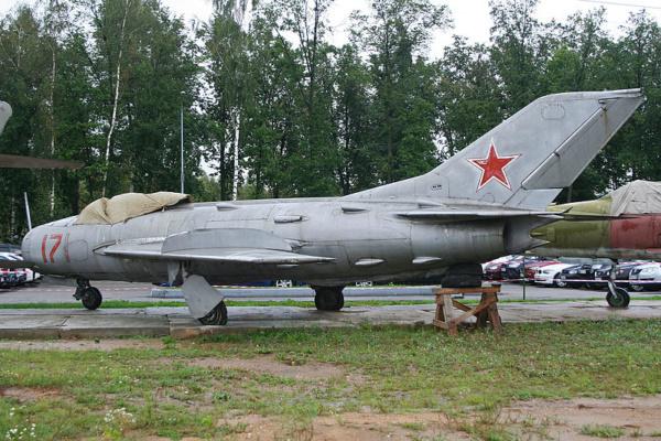MIG 19S Kovozavody-Prostejov au 1/72. 800px-12