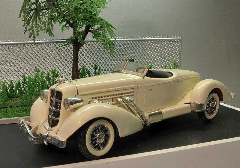 Auburn Speedster 851 de 1935........ Lindberg  1/25 Auburn11