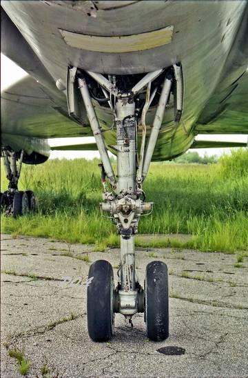 Les géants des airs : Le Tupolev Tu-128 Fiddler [Amodel 1/72] Petits dégâts... petite question - Page 2 Eg7sn10