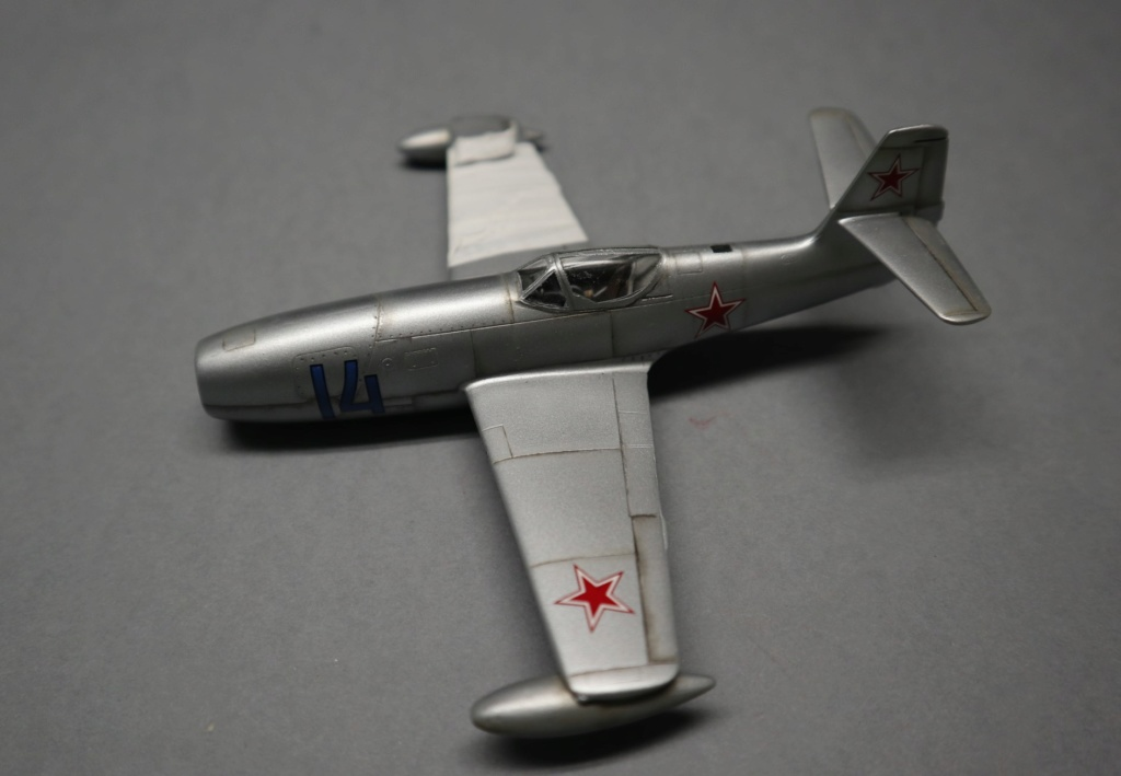YAK 23 Flora 1/72    Special Hobby - Page 4 Img_0727