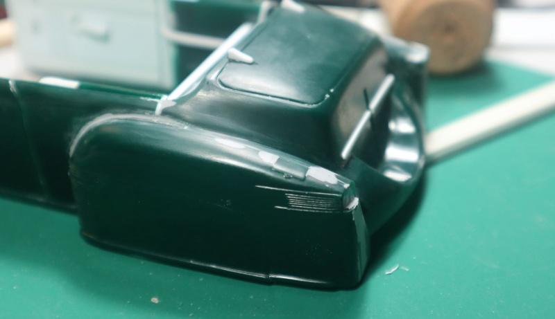 Comme Manu : défi montage: Lincoln Continental 48' de chez Pyro - Page 7 Img_1010