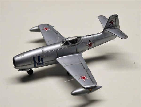 YAK 23 Flora 1/72    Special Hobby - Page 4 Img_2210