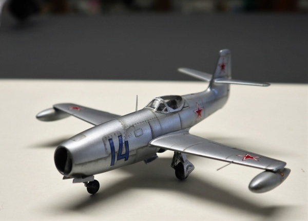 YAK 23 Flora 1/72    Special Hobby - Page 4 Img_2211