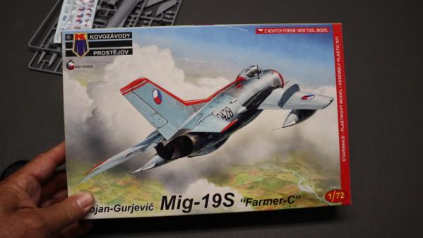 Ouvre-boîte MIG 19S Kovozavody-Prostejov au 1/72. Img_2213